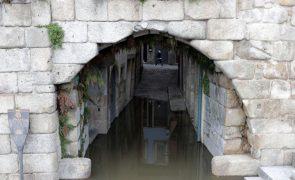 Moradores arregaçam mangas perante ameaça de subida do rio Douro