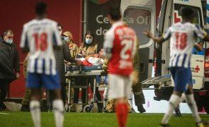 David Carmo (Sporting de Braga) abandona relvado de ambulância devido a lesão grave