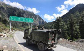 Governo indiano e chinês começam a reduzir escalada militar na fronteira dos Himalaias