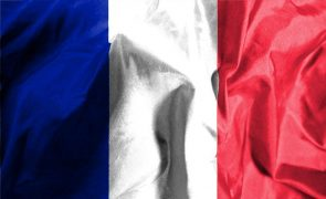 Bruxelas estima que economia francesa deverá crescer 5,5% este ano, após recuo de 8,3% em 2020
