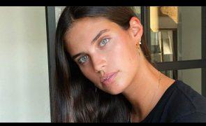 Sara Sampaio mostra lado mais atrevido com fotografia