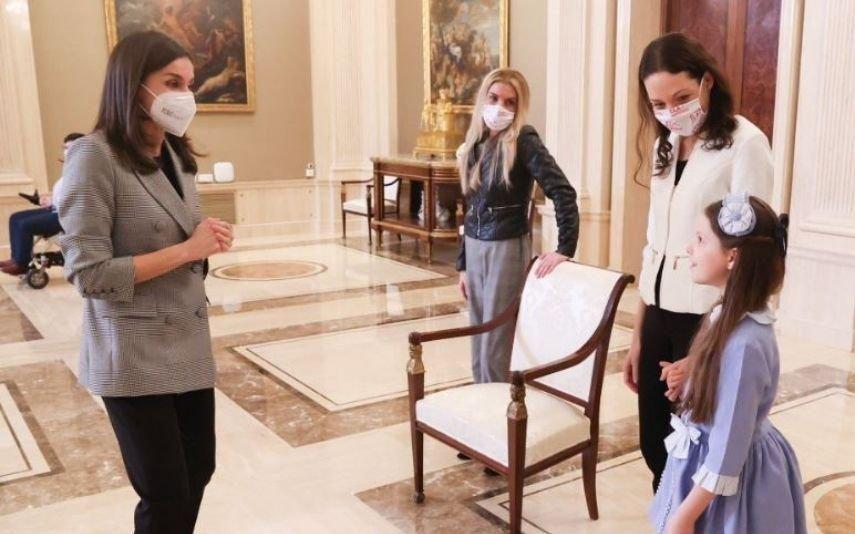 Letizia estreia blazer oversized comprado nos saldos