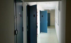 Covid-19: 252 reclusos infetados, 72 casos detetados em Lisboa