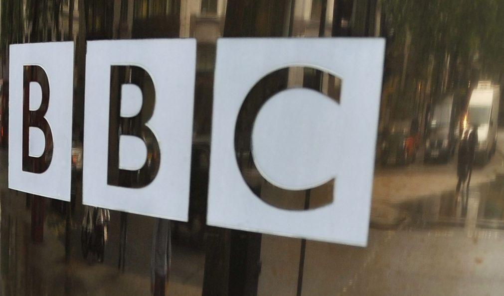 China proíbe emissões da BBC World News por transgredirem a lei