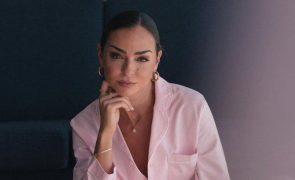 Vanessa Martins Usa fio com cristal que pode 'ajudá-la' a engravidar: