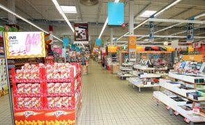 Covid-19: Supermercados podem voltar a vender livros e materiais escolares