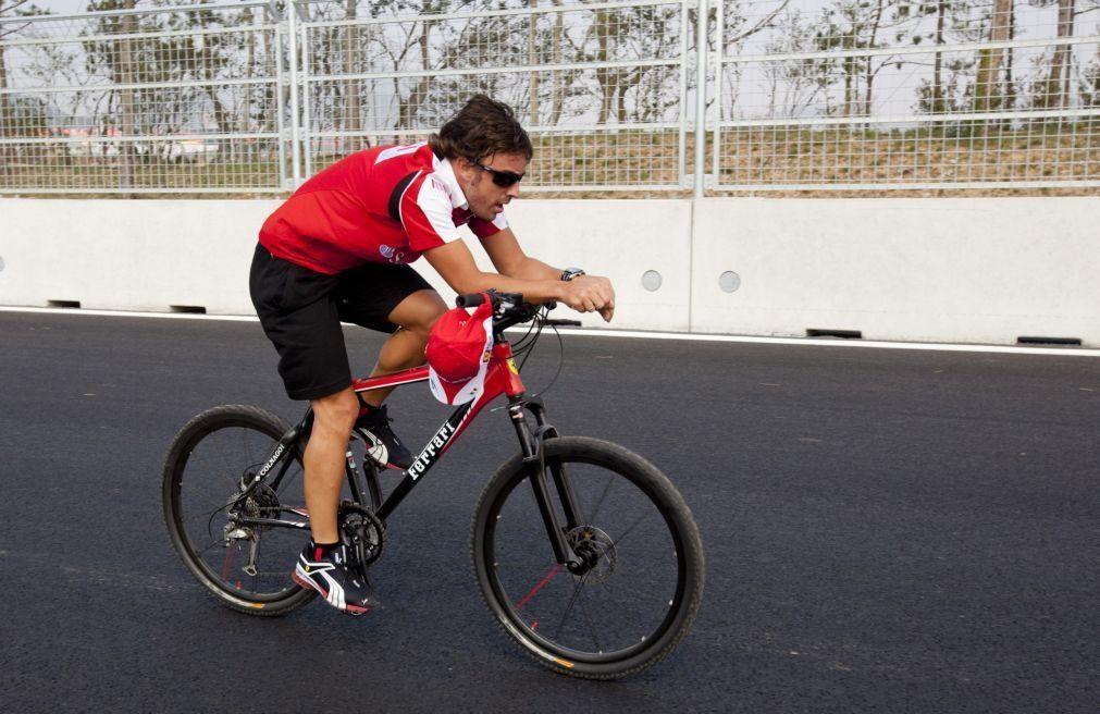 Fernando Alonso hospitalizado após ser atropelado enquanto andava de bicicleta