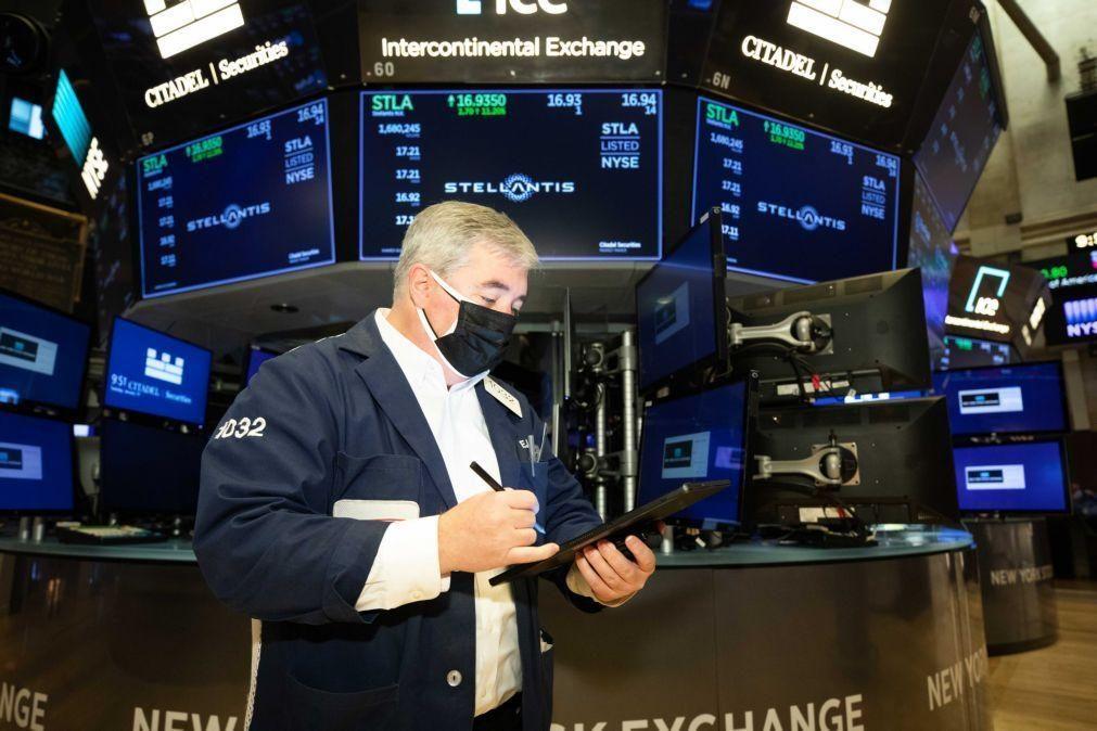 Wall Street fecha sem rumo mas com recordes do Nasdaq e S&P500