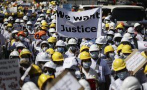 Protestos em Myanmar continuam apesar de militares libertarem milhares de detidos