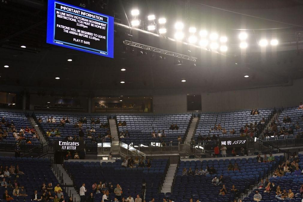 Jogo de Djokovic no Open da Austrália suspenso para encerramento de Melbourne Park