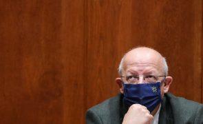 Covid-19: Santos Silva admite responsabilidades do Governo no pico da crise