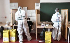 Covid-19: França regista mais 20.701 infeções e 320 mortes mas internados baixam