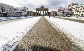 Covid-19: Alemanha com 8.354 contágios e 551 mortes e baixa incidência semanal