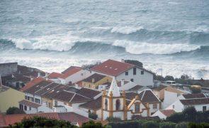 Mau tempo: Grupos ocidental e central dos Açores mantêm avisos amarelos