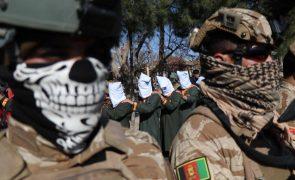 Talibãs advertem NATO para não prolongar presença no Afeganistão