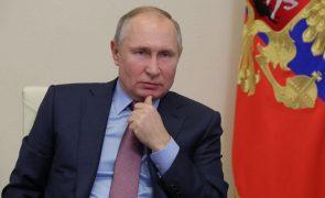 Putin acusa Ocidente de utilizar Navalny para contrariar