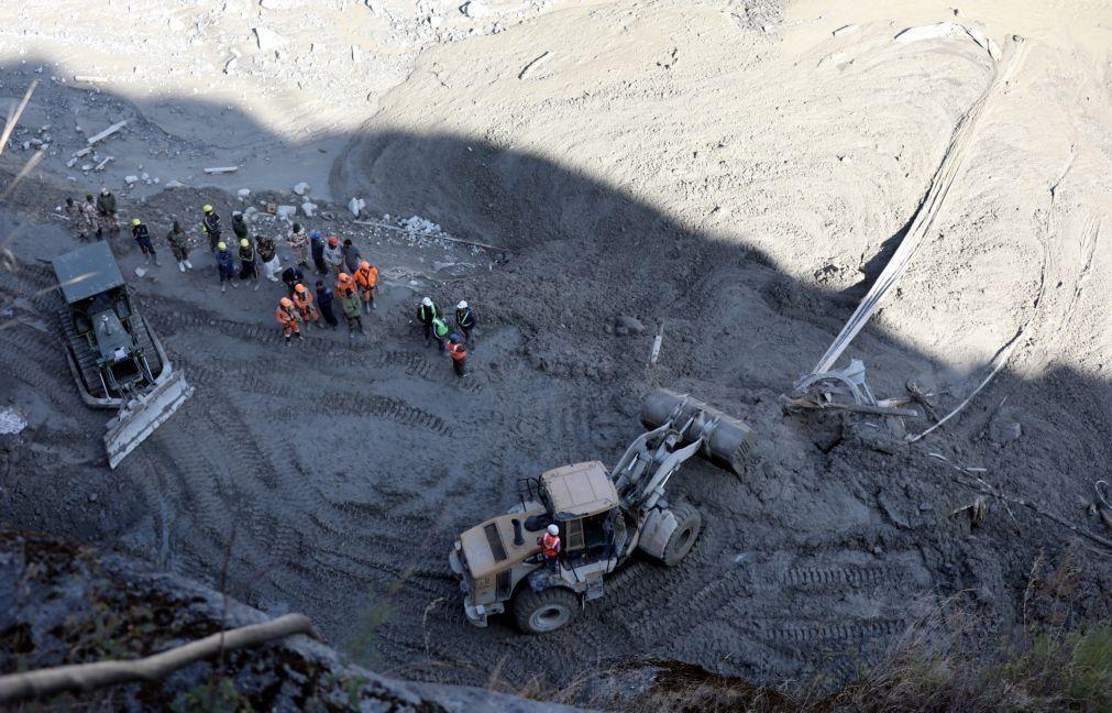 Recuperados mais 11 cadáveres da avalanche de neve na Índia