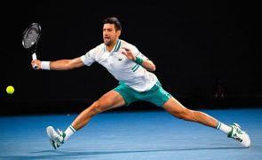 Djokovic bate Raonic e acede aos quartos de final do Open da Austrália