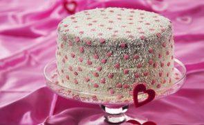 Bolo-surpresa Este Dia dos Namorados, surpreenda a sua cara-metade com esta receita!