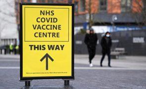 Covid-19: Reino Unido atinge objetivo de uma dose de vacina a 15 milhões de pessoas