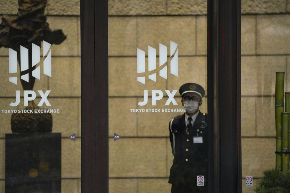 Bolsa de Tóquio abre pela primeira vez em 30 anos com mais de 30.000 pontos