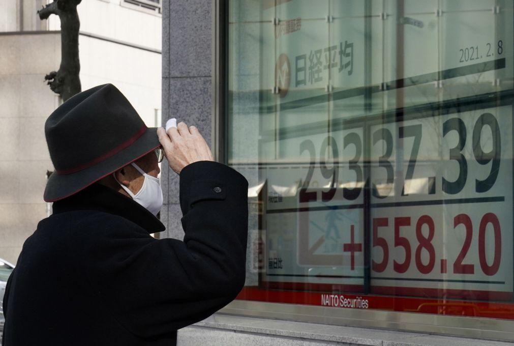 Bolsa de Tóquio fecha com mais de 30.000 pontos pela primeira vez em 30 anos