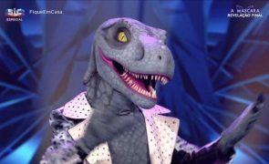A Máscara. Revelamos-lhe quem se escondeu atrás do Dinossauro