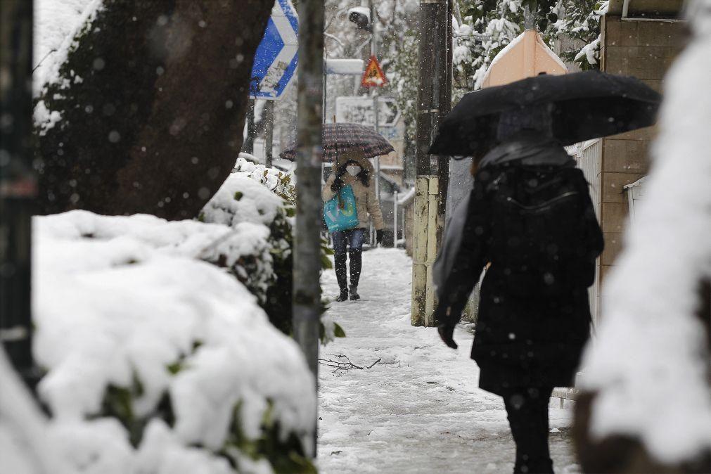 Frente fria afeta Grécia e causa neve em Atenas