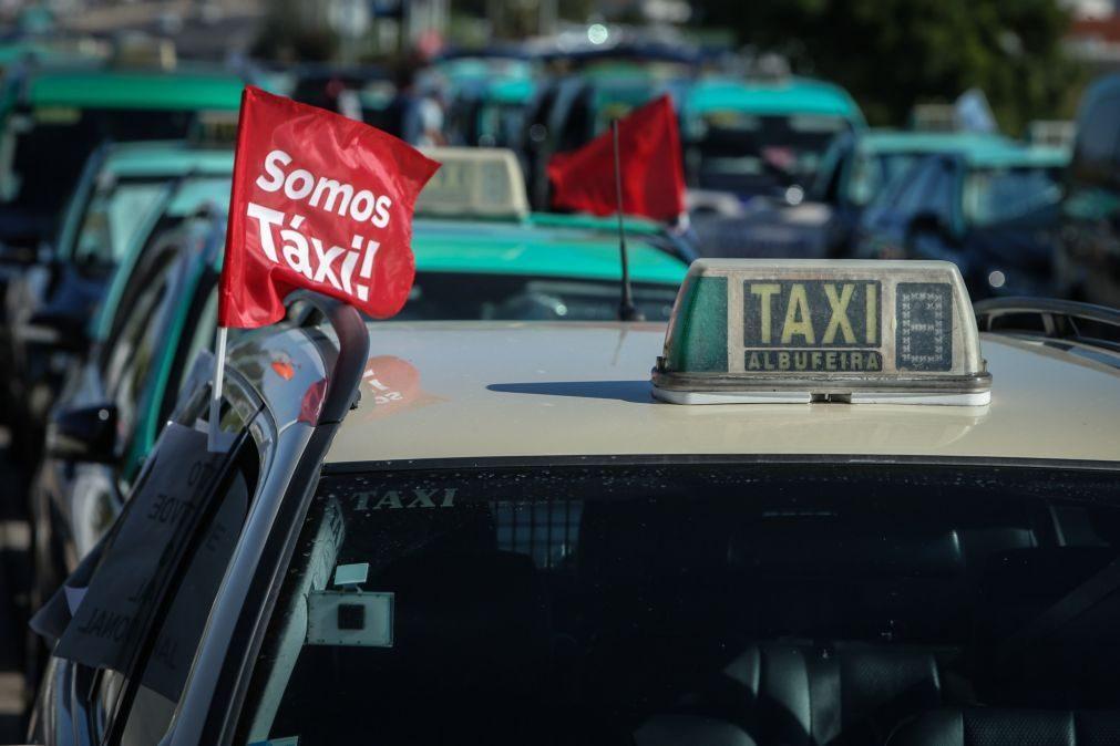 Covid-19: ANTRAL quer taxistas vacinados antes da população geral