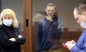 Navalny: Ministério Público exige pagamento de multa de 10.600 euros em novo processo
