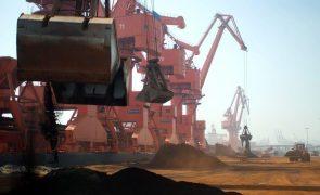 China estuda limitar exportação de terras raras para EUA