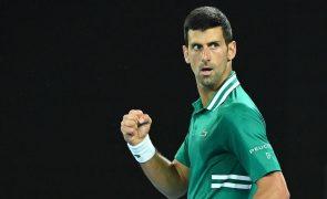 Open da Austrália: Djokovic vence Zverev e regressa às meias-finais