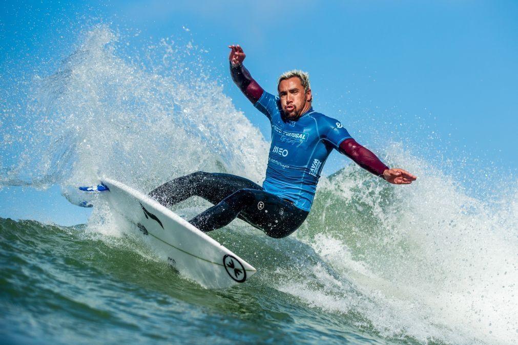 Surfista Vasco Ribeiro assina pelo Estoril Praia