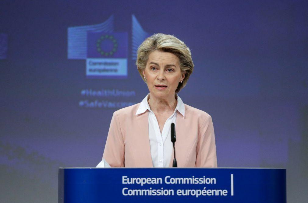 Covid-19: Von der Leyen desconhece acordos bilaterais entre Estados-membros e farmacêuticas