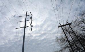 Milhões de norte-americanos ficam sem eletricidade por causa do frio