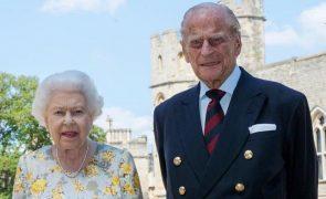 Marido de Isabel II internado após sentir-se mal no palácio