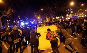 Carga policial em protestos contra prisão de Pablo Hasel em Espanha