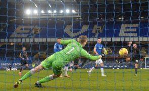 City vence com golo de Bernardo e lidera com 10 pontos de vantagem