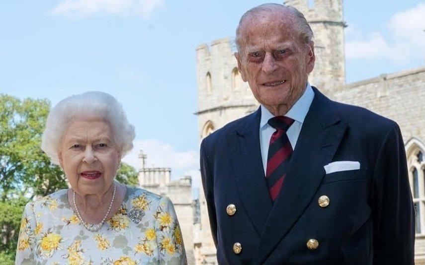 Isabel II continua a trabalhar mesmo com Filipe de Edimburgo internado