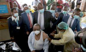 Covid-19: Zimbabué torna-se no oitavo país africano a começar vacinação