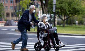 Covid-19: Pandemia provoca queda de um ano na esperança de vida nos EUA