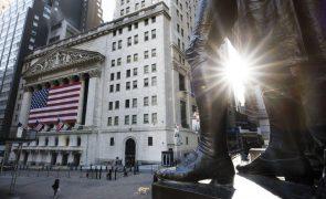 Wall Street fecha em baixa com indicadores e resultados dececionantes