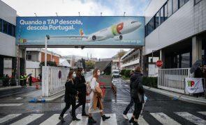 Polícias e elementos da Autoridade Tributária protestam nos aeroportos contra estacionamento pago