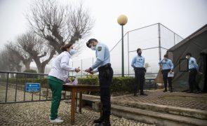 Bombeiros e forças de segurança perdem prioridade na vacinação