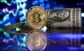 Bitcoin atinge máximo histórico de quase 52.900 dólares