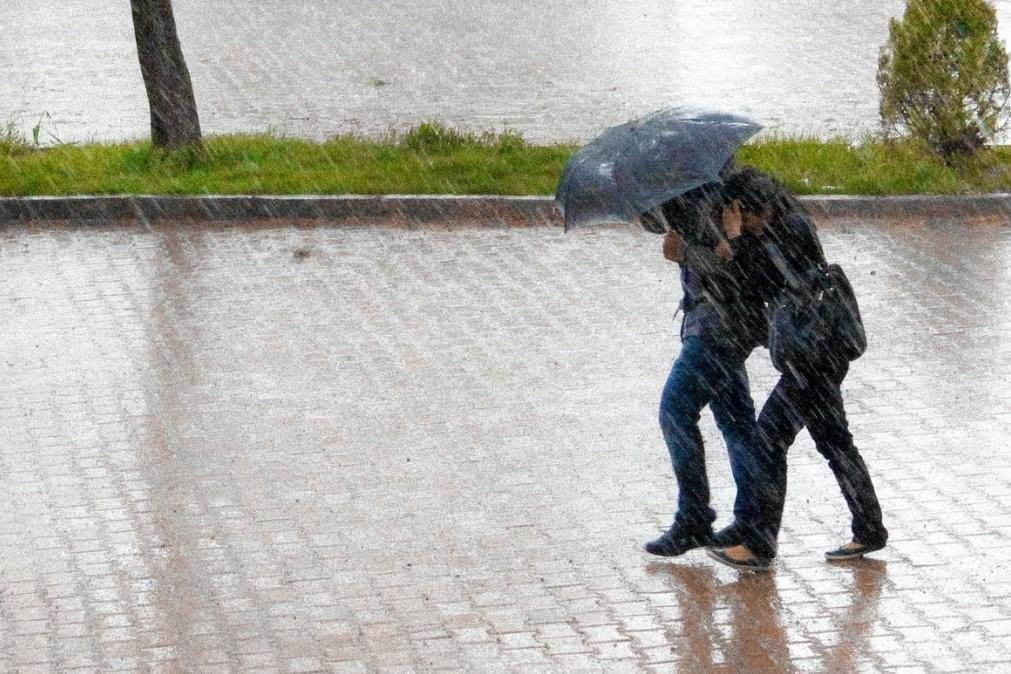 Tempo com muita chuva e neve nas terras altas