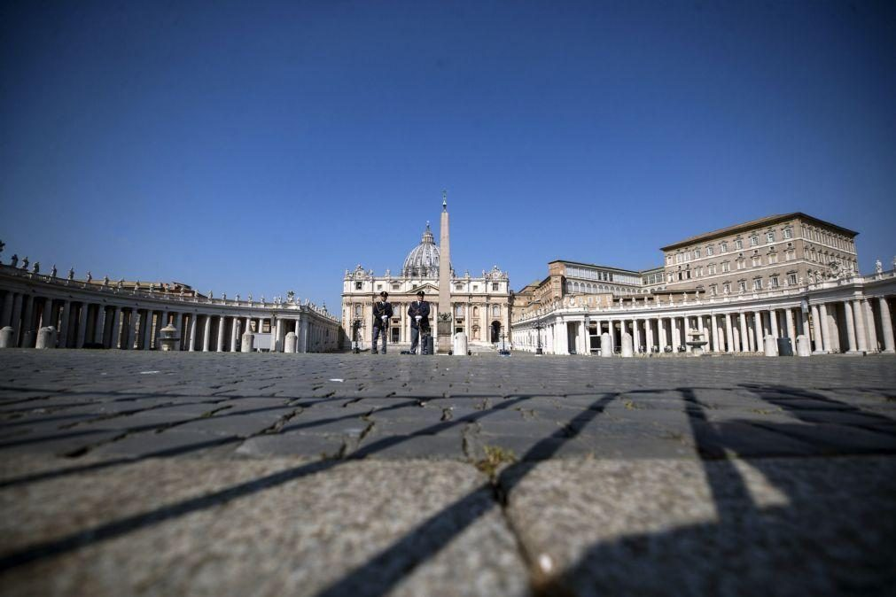 Covid-19: Funcionários que recusem vacina não serão demitidos, diz Vaticano