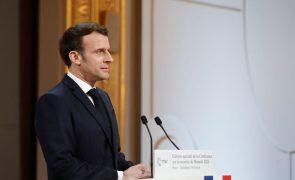 Covid-19: Macron propõe entrega de 13 milhões de vacinas a África