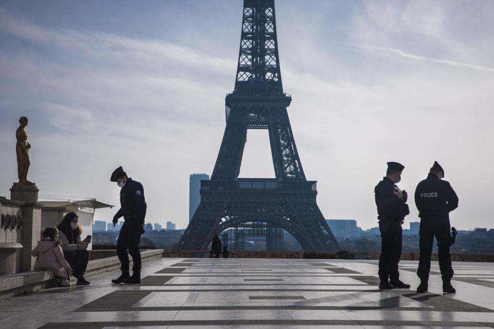 Covid-19: França com 22 mil casos pelo quarto dia consecutivo