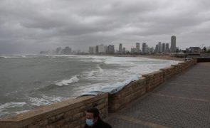 Israel fecha praias após derrame de petróleo atingir a costa mediterrânica